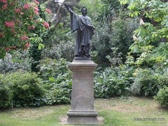 Monumento a Dante Alighieri - Toniweb